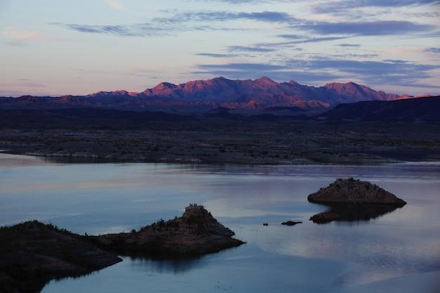 Coucher De Soleil Coloré à Lake Mead, Nevada Photo gratuit