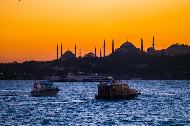 Coucher De Soleil à Istanbul Photo Premium