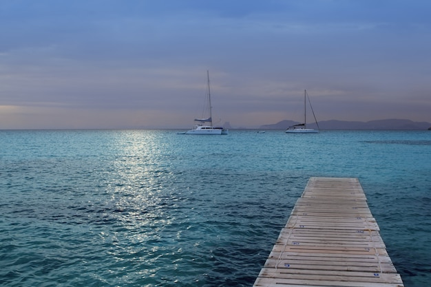 Coucher de soleil sur la mer de formentera Photo Premium