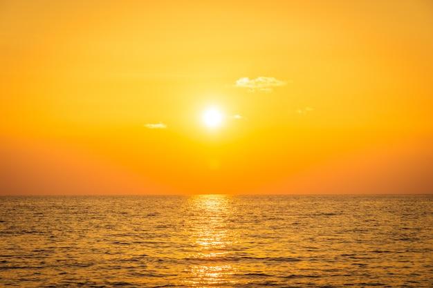 Coucher de soleil avec mer Photo gratuit