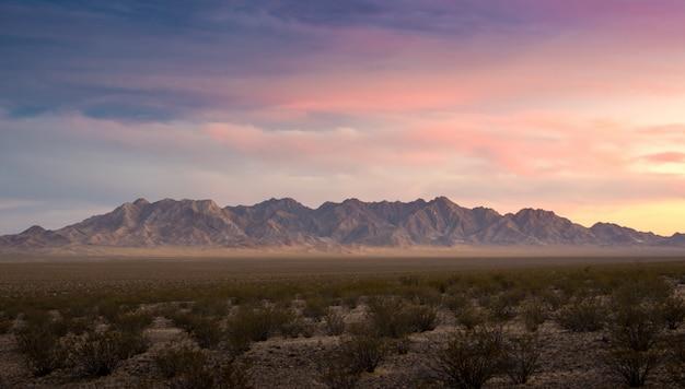 Coucher de soleil nuageux red rock canyon panorama view Photo Premium