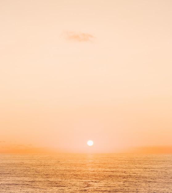 Coucher De Soleil Sur L'océan Photo gratuit