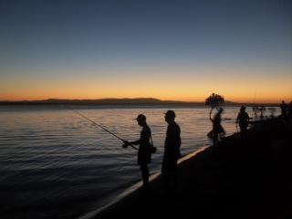 Coucher De Soleil Et Les Pêcheurs Photo gratuit