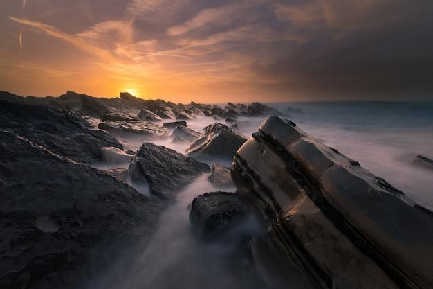 Coucher De Soleil Sur La Plage De Bidart à Côté De Biarritz, Au Pays Basque. Photo Premium