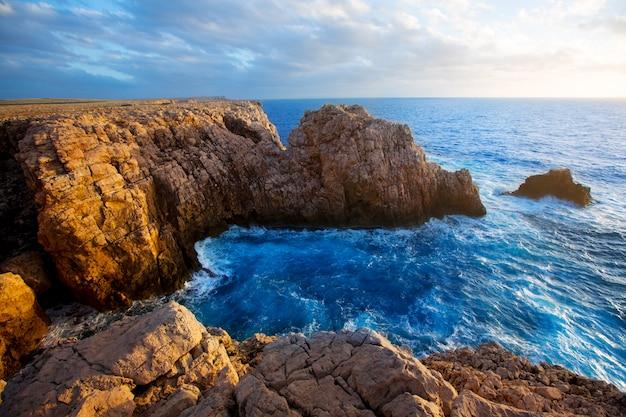 Coucher de soleil à punta nati minorque dans les îles baléares Photo Premium