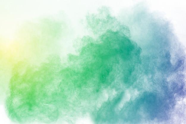 Couleur abstraite fumée sur fond blanc. résumé couleur nuages de fumée. Photo Premium