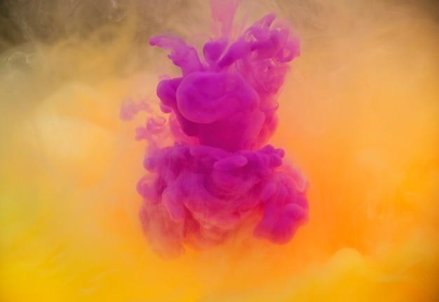 Couleur acrylique dissolvant dans l'eau Photo gratuit