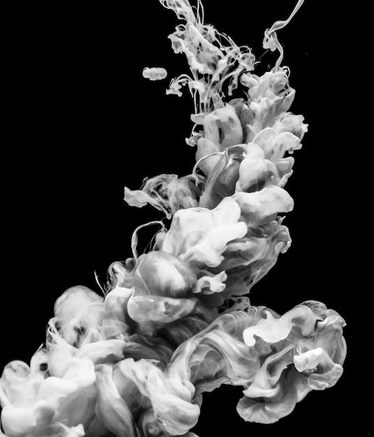 Couleur Blanche Acrylique Se Dissolvant Dans L'eau Photo gratuit