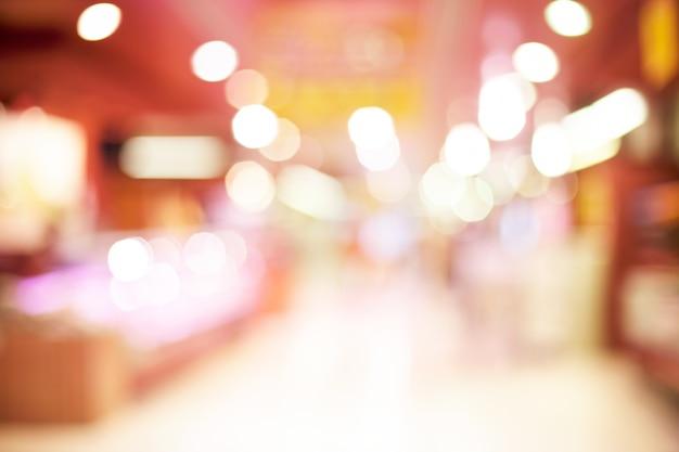 Couloir avec des boutiques floues et vitrines Photo gratuit