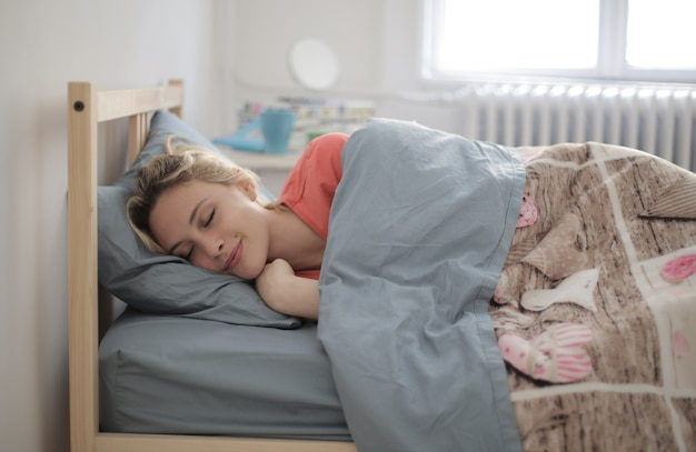 Coup De Mise Au Point Peu Profonde D'une Femme Endormie Photo gratuit