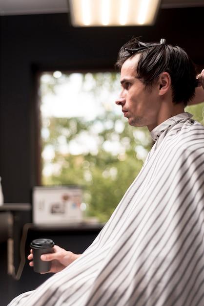 Coup moyen, hairsalon Photo gratuit