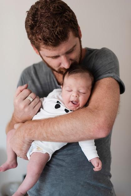 Coup moyen parent avec son bébé Photo gratuit