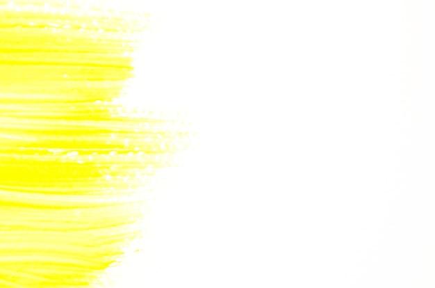 Coup de pinceau jaune sur toile blanche Photo gratuit