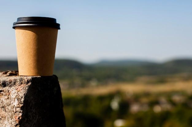 Coupe du café avec fond bleu Photo gratuit