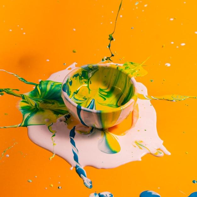 Coupelle grand angle avec peinture mixte Photo gratuit