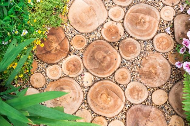 Couper les bûches, chemin, décoratif de jardin Photo Premium
