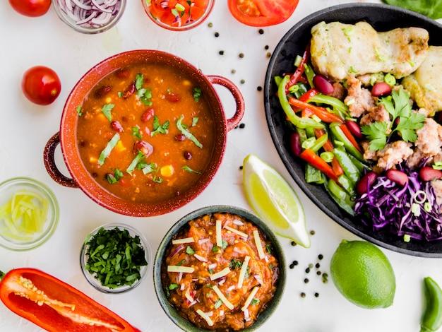 Coupes de garniture et plat mexicain Photo gratuit