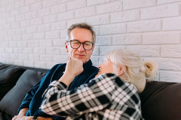 Couple âgé, Séance, Dans, Maison De Retraite Photo gratuit