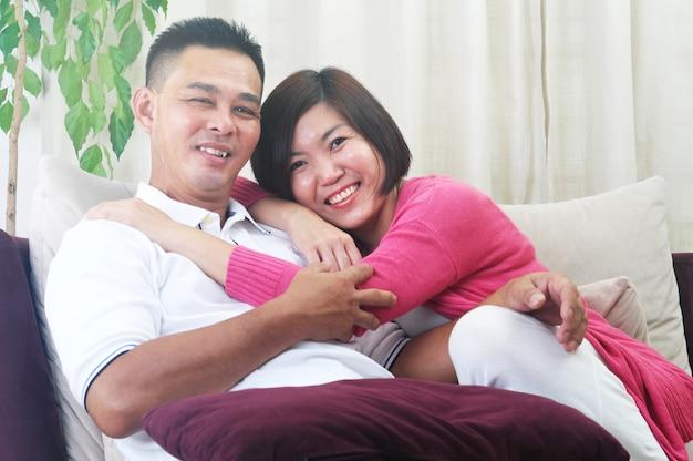 Couple asiatique moyen age Photo Premium