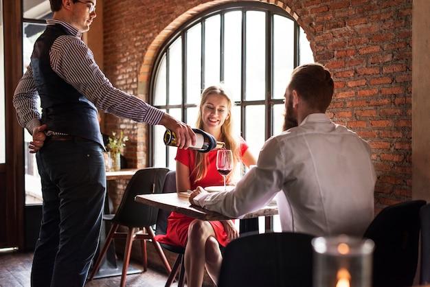 Couple, avoir, rendez-vous, soir Photo gratuit