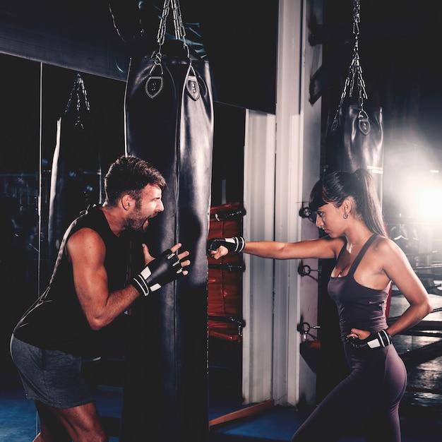 Couple, boxe, gymnase Photo gratuit