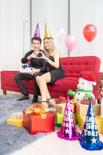 Couple, Célébrer, Nouvel An, Portrait Photo Premium