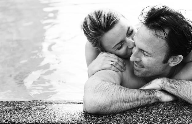 Couple Charmant Passer Du Bon Temps Ensemble Photo gratuit