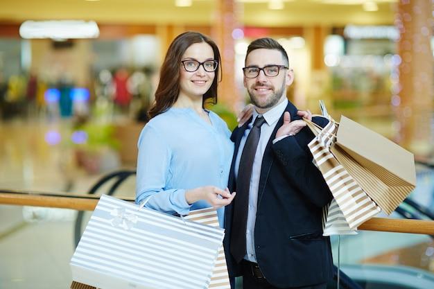 Couple commerçant Photo gratuit