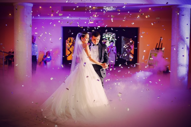 Couple Dansant Dans Le Mariage Ther Photo gratuit