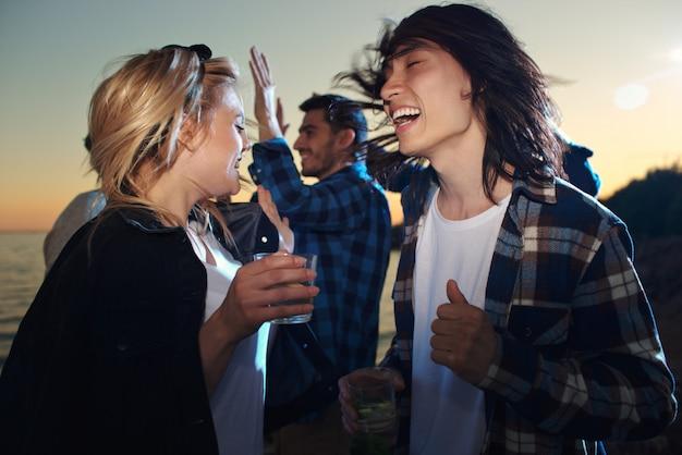 Couple dansant Photo gratuit