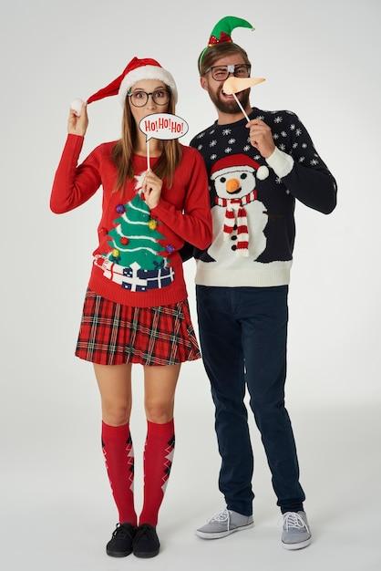 Couple Drôle Au Moment De Noël Photo gratuit