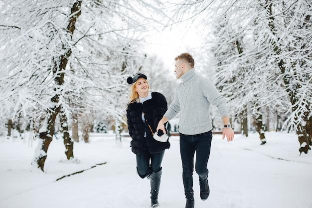 Couple élégant Photo gratuit