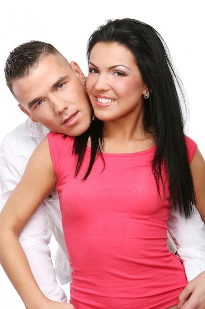 Un couple heureux jeune et attrayant Photo gratuit