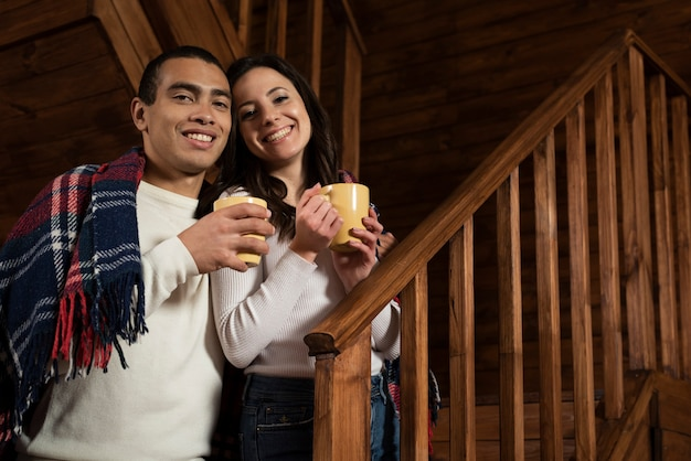 Couple heureux à la maison Photo gratuit