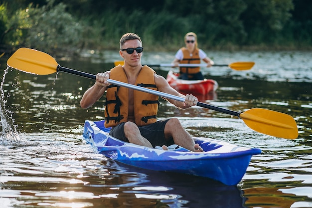 Couple, kayak, rivière Photo gratuit