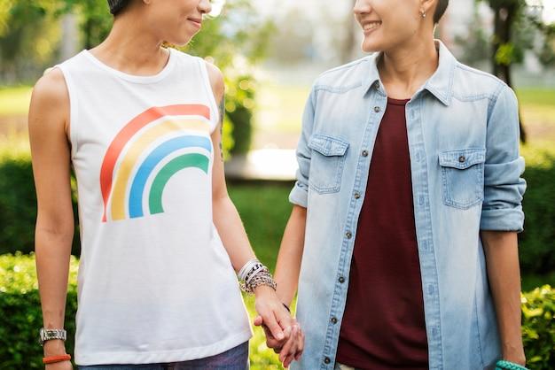 Couple de lesbiennes asiatiques lgbt Photo Premium