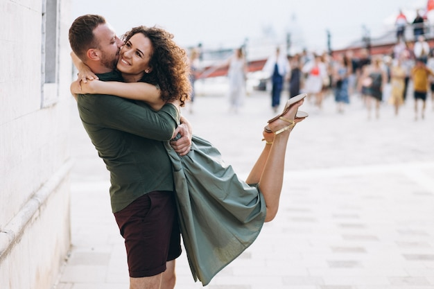 Couple en lune de miel à venise Photo gratuit
