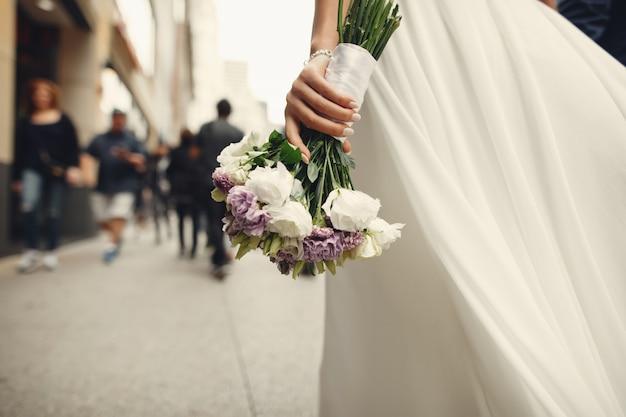 Couple de mariage élégant Photo gratuit