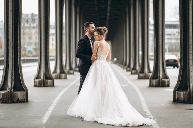 Couple de mariage en france Photo gratuit