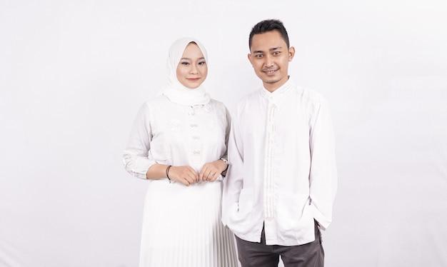 Couple Musulman Asiatique Portant Des Vêtements Musulmans Photo Premium