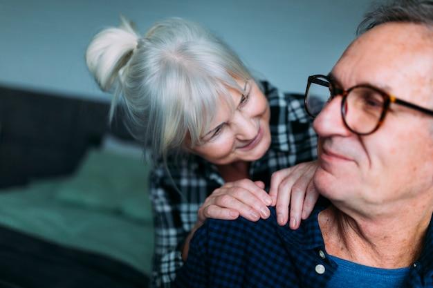 Couple De Personnes âgées Mignon Dans La Maison De Retraite Photo gratuit