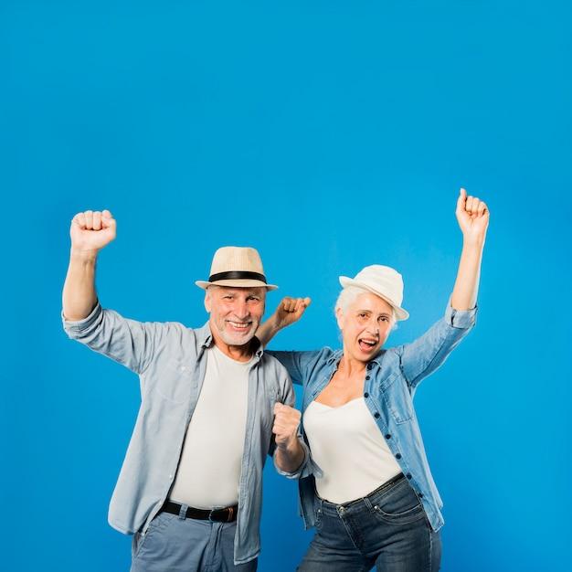 Couple De Personnes âgées Moderne Et Cool Photo gratuit