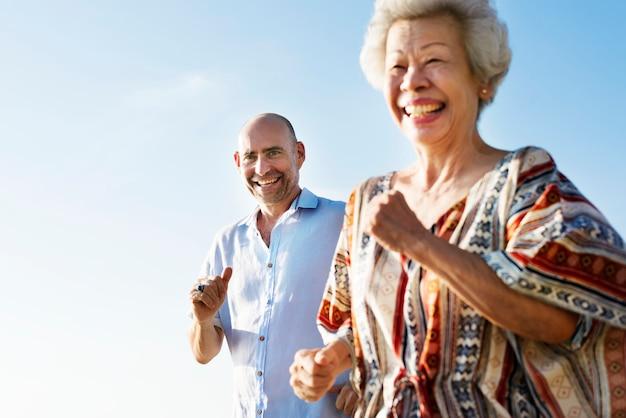 Un couple de personnes âgées Photo Premium