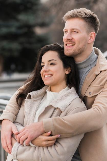 Couple, Poser, Quoique, Embrassé Photo gratuit
