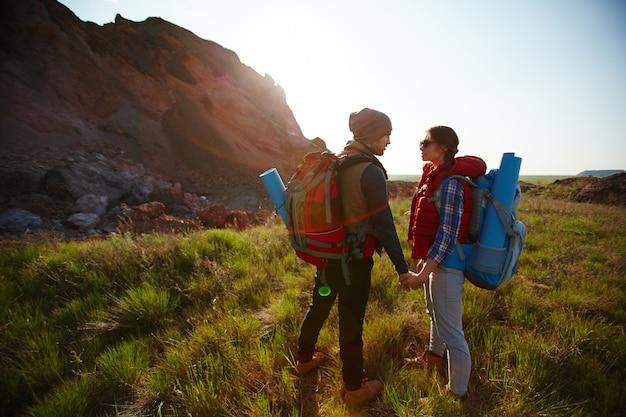 Couple profitant de la nature en amérique du nord Photo gratuit