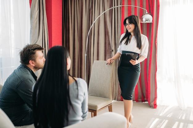 Couple à La Réception Du Psychologue, Soutien à La Famille Photo Premium