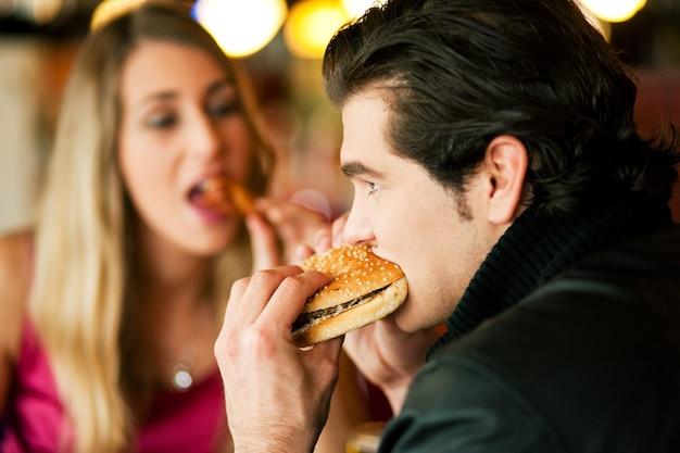 Couple, Restaurant, Restauration Rapide Photo Premium
