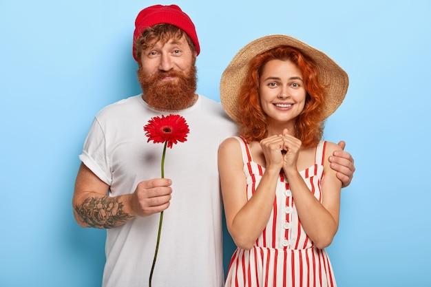 Couple Romantique Amoureux A Date Photo gratuit