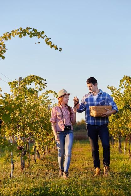Couple, vendange, raisin Photo Premium