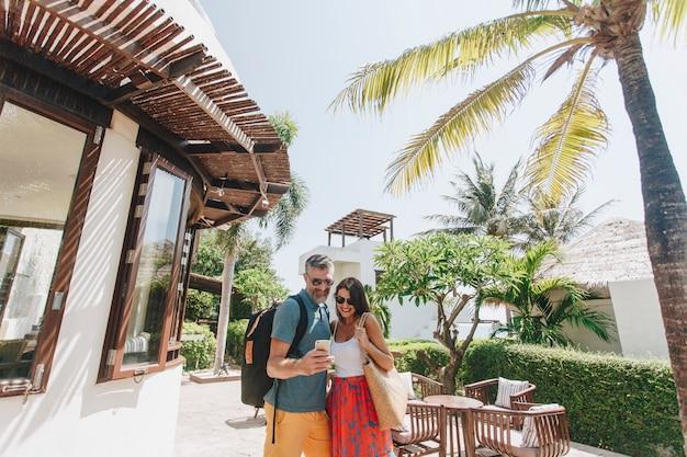 Couple en voyage de noces Photo Premium